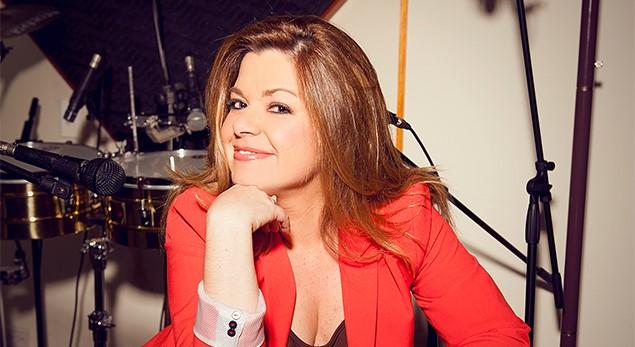 Yanetzis Alfonzo la brillante coach vocal de los realities de canal Caracol
