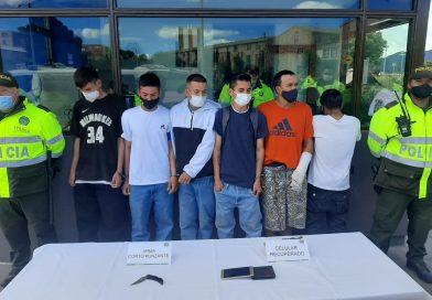 Cayeron presuntos atracadores en Compartir, Suba