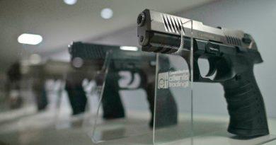 Gobierno firmó decreto que regula uso de armas traumáticas en Colombia